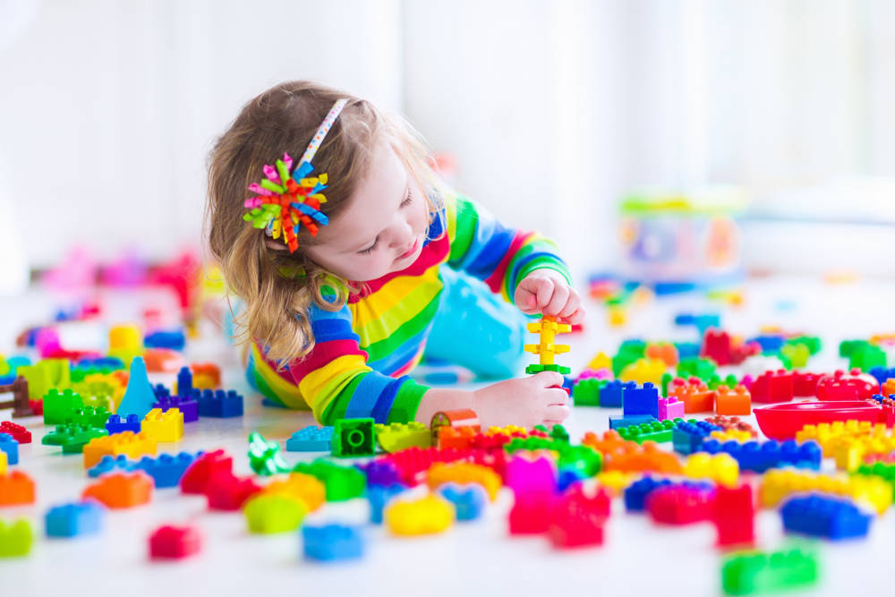 Zabawa klockami – jakie zdolności rozwija u dziecka?